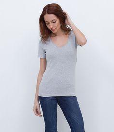 """*******Blusa feminina  Manga curta  Decote em """"V""""  Marca: Marfinno  Tecido: algodão com elastano  Composição: 63% algodão; 34% poliéster; 3%…"""