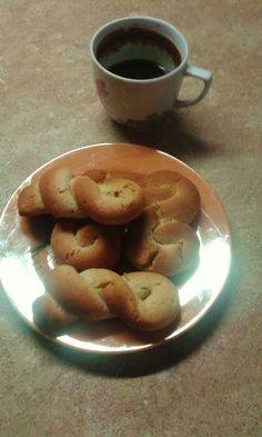 Κουλουράκια με ταχίνι της Χριστίνας!(2 μονάδες 3-4 τεμάχια) Lollipop Candy, Candy Cookies, Pancakes, Diet, Fruit, Breakfast, Recipes, Food, Morning Coffee
