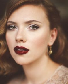 26 Fall Bridal Makeup Ideas You Need To Try: Scarlett Johansson vampy lips look Makeup Trends, Makeup Ideas, Fall Wedding Makeup, Wedding Nails, Wedding Lipstick, Dramatic Wedding Makeup, Fall Wedding Hair, Fall Hair, Dark Red Lips