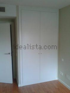 puertas y armarios en blanco liso y hasta el techo