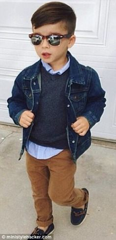 The adorable four-year-old 'style hacker' Boys Fall Fashion, Toddler Boy Fashion, Cute Kids Fashion, Little Boy Fashion, Toddler Haircuts, Little Boy Haircuts, Little Man Style, Kid Swag, Four Year Old