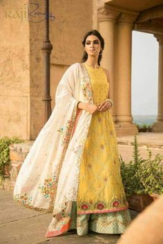 haldi final final final look India Fashion, Ethnic Fashion, Asian Fashion, Women's Fashion, Fashion Outfits, Indian Look, Indian Ethnic Wear, Pakistani Outfits, Indian Outfits