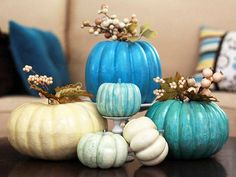 Halloween is here in a few days, why not enjoy the holiday this year? Here are some ideas for you, create stunning fall pumpkin centerpieces. Inspire yourself from the images below and enjoy! Velvet Pumpkins, White Pumpkins, Painted Pumpkins, Fall Pumpkins, Halloween Pumpkins, Fall Halloween, Glitter Pumpkins, Homemade Halloween, Halloween Crafts