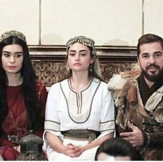 Turkish Women Beautiful, Turkish Beauty, Famous Warriors, Best Series, Tv Series, Turkish Wedding, Esra Bilgic, Beautiful Series, Turkish Fashion