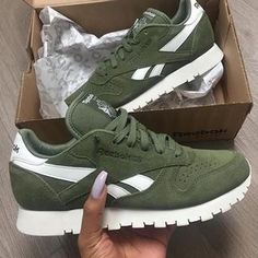 Sneakers femme - Vert-tres difficiles à assortir du coup ils restent dans le rayon...