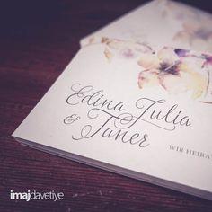 Einladungskarten zur Hochzeit, beidseitiger Druck, beidseitig matt. Einladungskarte mit bunten Blumen in Wasserfarbe Wir personalisieren Ihre Einladungskarte individuell mit Ihrem Namen und Ihren Texten. Auf Wunsch sogar mit Foto.