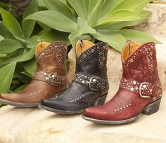 Who doesn't love @amazon right? Our LUNARES boots as well as many others are there for the taking! #oldgringoboots