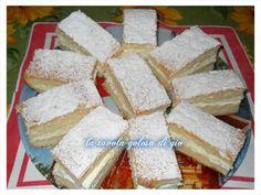 questi tranci di torta paradiso con panna e cioccolato sono ideali per una fantastica colazione o per una merenda delicata
