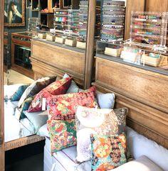 Intérieur de la boutique de #camillelescure  #creatrice #coussins #motif #fleurs #bijoux #miroir