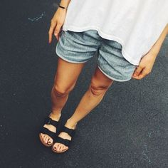 I've owned two pairs of Birkenstocks in my life. Pair was the slip-on clog kind, in taupe suede, which I bought as a teenager during a family ski trip. Something about the cozy, idyllic town and the softly falling snow made me crazy to own a pair… Casual Work Outfits, Work Casual, Summer Outfits, Birkenstock Outfit, Birkenstock Florida, Spring Wear, Spring Summer Fashion, Urban Fashion, Teen Fashion