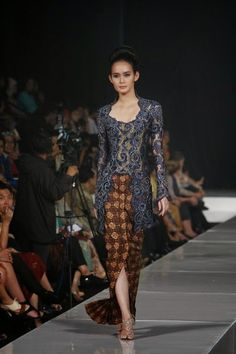 model kebaya #batik #kebaya #kabaya #fashiondesign #fashion #couture #womandress