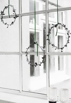 We love these minimalistic Christmas wreaths hanging from the window.