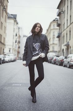 Street Style | Jacket, Beyond retro. Sweater, H&M. Jeans and shoes, Acne Studios.