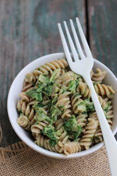 """Pasta mit """"leichter"""" Spinatcremesoße (vegan), Mandelmilch statt Sahne und Mandelmilchrezept - Carrots for Claire"""