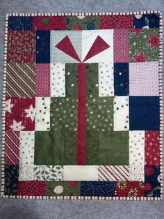 ~~b~~ this is a pretty neat Christmas quilt