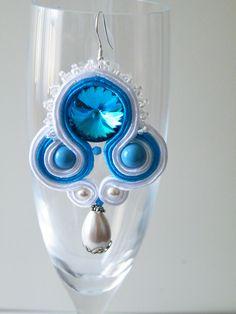 Orecchini Soutache turchese- bianco con rivoli in cristallo 18mm perle Swarovski, perline Toho e monachelle in argento 925