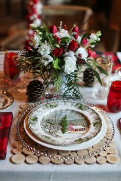 Christmas wedding place setting #christmasplacesetting @weddingchicks