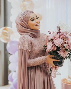 Hijab styles 734157176733138975 - Islamic Fashion, Muslim Fashion, Hijab Fashion, Hijab Style Source by Muslimah Wedding Dress, Muslim Wedding Dresses, Muslim Dress, Bridal Dresses, Dress Wedding, Muslim Brides, Muslim Hijab, Muslim Couples, Islamic Fashion