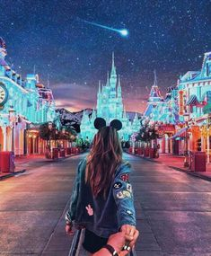 Disneyland Paris Photos - Let's take a glance at the Christmas vacation and set up it get in our concepts. Disney World Fotos, Disney World Pictures, Cute Disney Pictures, Holiday Pictures, Bff Pictures, Disney Engagement Pictures, Disneyland Engagement Photos, Happy Pictures, Star Pictures
