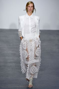 See all the Collection photos from Bora Aksu Spring/Summer 2016 Ready-To-Wear now on British Vogue Runway Fashion, Fashion Outfits, London Fashion, Black White Fashion, High End Fashion, Looks Style, Spring Summer 2016, Shorts, Editorial Fashion