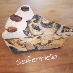 Kaffee-Vanille Seife 😊 #seifentorte #Seife #naturesoap #kaffee #kaffeeliebe #vanille #wissenwasdrinnist #palmölfrei #handgemacht #cpseife #coffee #soap #sbw_soap Tiramisu, Pudding, Ethnic Recipes, Desserts, Food, Vanilla, Coffee Love, Dessert Ideas, Pies