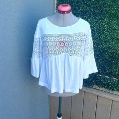 NWOT Zara White Crochet Top NWOT Zara White Crochet Top   56% Polyester, 44% Linen Zara Tops Blouses