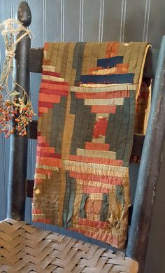 Log Cabin Furniture, Rustic Wood Furniture, Primitive Furniture, Western Furniture, Furniture Design, Old Quilts, Antique Quilts, Vintage Quilts, Rustic Cabin Decor