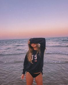 Pin on Killer inspo Beach Girl Photos, Cute Beach Pictures, Cute Poses For Pictures, Beach Girls, Beach Photo Shoots, Beach Sunset Pictures, Tumblr Beach Pictures, Beach Tumblr, Girl Pics