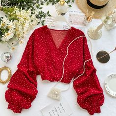 Lantern Sleeve V-Neck Polka Dot Blouse Crop Top Outfits, Cute Casual Outfits, Pretty Outfits, Chic Outfits, Girls Fashion Clothes, Teen Fashion Outfits, Como Fazer Short, Mode Turban, Mode Kpop