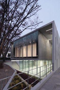 museu de arte mizuna. plano de vidro e guarda corpo