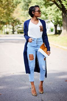 A must have navy duster won with any print. Fashion 101, Love Fashion, Womens Fashion, Fashion Trends, College Fashion, Street Style Women, Casual Looks, Autumn Winter Fashion, Cool Outfits