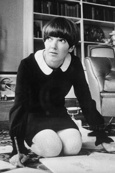 Mary Quant was one of the most famous fashion designers of the her best-known creation was the mini-skirt. [Lynn Jaeger, Why Mary Quant's Swinging Sixties London Look Stills Holds Sway, Vogue Magazine ©Feb Sixties Fashion, Mod Fashion, Fashion Mode, Vintage Fashion, Fashion Styles, Style Fashion, Jean Shrimpton, Mary Quant, Swinging London