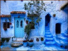 Moroccan Decor and Blue Color Bring Cool Moroccan style into Modern Home Decorat. - Moroccan Decor and Blue Color Bring Cool Moroccan style into Modern Home Decorating – - Moroccan Decor, Moroccan Style, Modern Moroccan, Moroccan Design, Chefchaouen Morocco, Beautiful World, Beautiful Places, Blue City, Morocco Travel