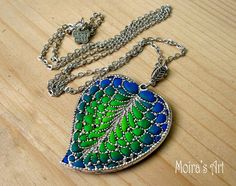 Colorful leaf necklace polymer clay jewelry unique por MoirasGifts