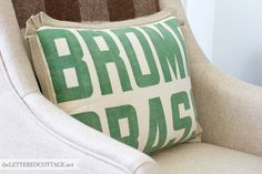 #Upcycle Seed Sack Pillow   via @theletteredcottage   Hemp trim found at Joann.com