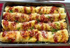 Naleśniki zapiekane z mięsem i warzywami Dziś polecam Wam przepis na bardzo smaczny, szybki i prosty w wykonaniu obiad. Naleśniczki zapiekane z kurczakiem i warzywami. Możemy użyć dowolnej ulubionej mrożonki warzywnej. Do dania polecam podać pyszny domowy sos czosnkowy.   Składniki: ok 8 naleśników PRZEPIS TUTAJ 1 pojedynczy filet z kurczaka olej do smażenia … Crepes, Kitchen Recipes, Cooking Recipes, High Carb Diet, Polish Recipes, Polish Food, What To Cook, Chicken Recipes, Dinner Recipes
