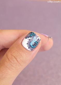 paisley nails #nail art #mavala #waterdecals #purple Pretty Nail Art, Beautiful Nail Art, Nail Polish Designs, Cool Nail Designs, Super Cute Nails, Nice Nails, Garra, Paisley Nail Art, Jolie Nail Art