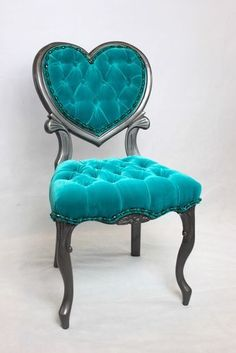 Turquoise Velvet Tufted Chair and Grey Hammered Finish. Vintage French Heart Shaped Chair with Beaded Turquoise Trim. Shabby Chic Vintage, Vintage Home Decor, French Vintage, Vintage Ideas, Vintage Stuff, Azul Tiffany, Tiffany Blue, Shades Of Turquoise, Aqua Blue