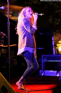 Share, rate and discuss pictures of Emily Osment's feet on wikiFeet - the most comprehensive celebrity feet database to ever have existed. Shenae Grimes, Emily Osment, Celebs, Celebrities, Celebrity Feet, Army, Poses, Concert, Hot