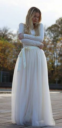 Stunning maxi tulle prom skirt & lace top, gorgeous Christmas or NYE outfit. Beautiful Dresses, Nice Dresses, Nye Outfits, Casual Outfits, Glamour, Bridesmaid Dresses, Wedding Dresses, Dress Me Up, Marie