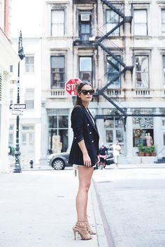 Blazer & jumpsuit look // Collage Vintage Urban Outfitters, A New York Minute, Blazer And Shorts, Short Heels, Collage Vintage, Nude Shoes, Colorblock Dress, Casual Street Style, White Tees