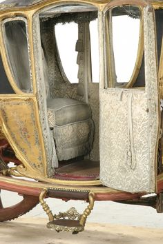 Covered Wagon, Combustion Engine, Horse Carriage, Cabriolet, Horse Drawn, Interesting History, Old World, Travel Style, Interior And Exterior