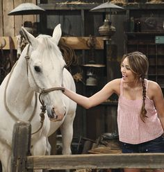 """March 2010 - Season Episode 29 of Hannah Montana, """"Miley Says Goodbye (Part is aired on Disney Channel. Hannah Montana Outfits, Hannah Montana The Movie, Hannah Montana Forever, Miley Cyrus, Hannah Miley, Old Disney Shows, Miley Stewart, Old Disney Channel, Taylor Swift Music"""