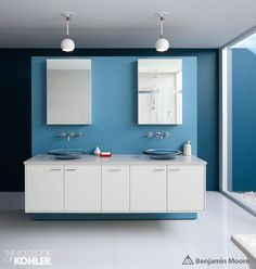 A series of regionally inspired kitchen and bath ideas pairing Benjamin Moore paint colors and innovative Kohler fixtures. Blue Paint Colors, Bathroom Paint Colors, Wall Colors, Color Blue, Hue Color, Kohler Vanity, Benjamin Moore Blue, Mirror Kit, Open Concept