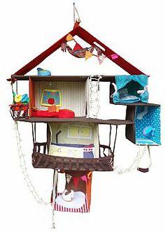 Hangend poppenhuis met inrichting