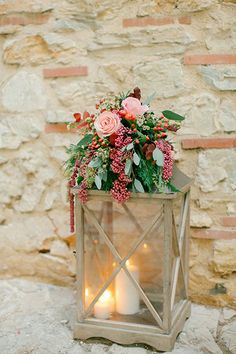 Although winter weddings aren't preferred or on the-must-have list for many, it's actually not such a bad idea. With the beautiful snowy ba...