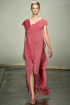 See the complete Donna Karan Spring 2013 Ready-to-Wear collection.