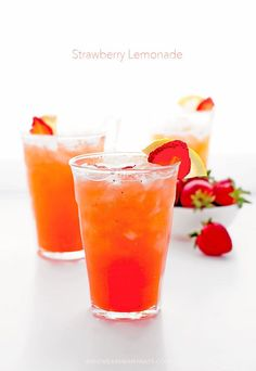 Strawberry Lemonade Recipe shewearsmanyhats.com #strawberry #lemonade