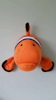 CORNELIUS CLOWNFISH - taxidermie Faux tissu mural tête d'Animal par GillsPopArtEmporium sur Etsy https://www.etsy.com/fr/listing/215614039/cornelius-clownfish-taxidermie-faux