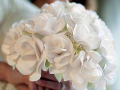 CI-Lia-Grffin_Paper-roses-Bouquet_4x3